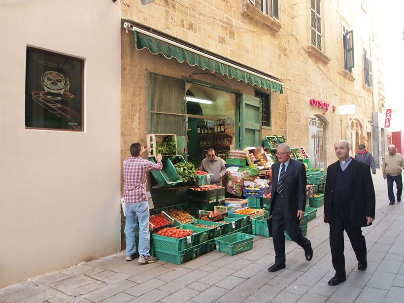 Grocers where the price on the receipt doesn't match the gross title being charged (Valletta 13th Jan 2012)