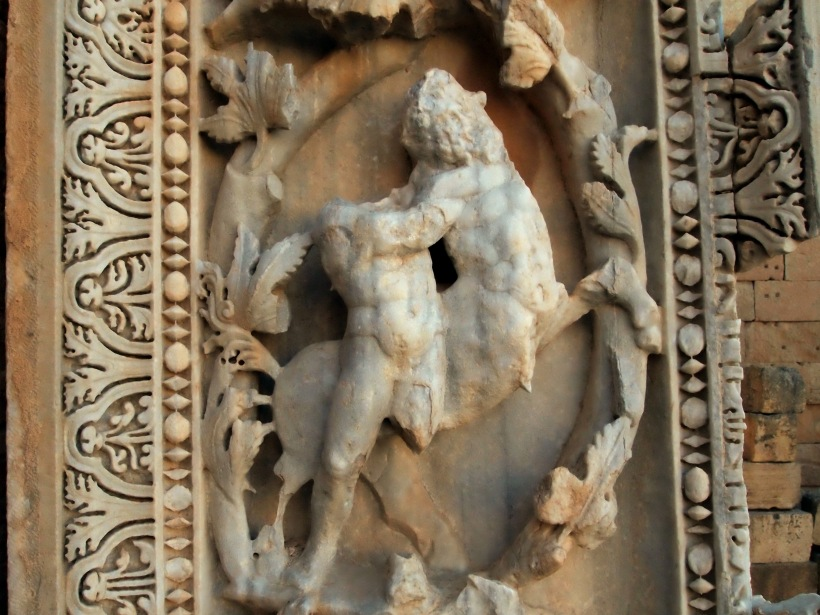 Leptis Magna: Miniatures of men fighting and posing
